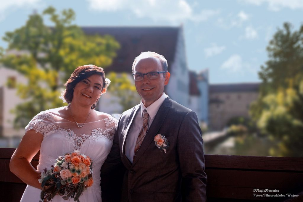 Tanja und René vor der Amberger Stadtbrille
